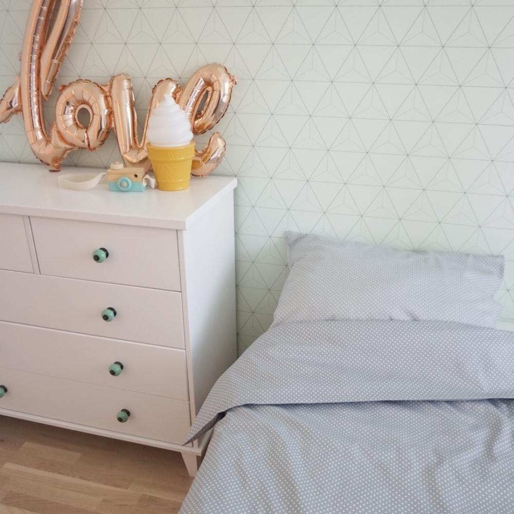 Hall väikeste valgete ristikestega voodipesu lastele - erinevad suurused